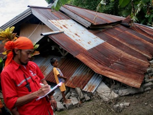 benginilah pemandangan sebuah rumah penduduk yang di guncang gempa