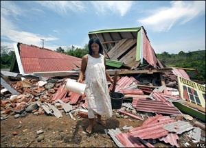 Salah satu rumah warga yang abruk akibat gempa di Bengkulu